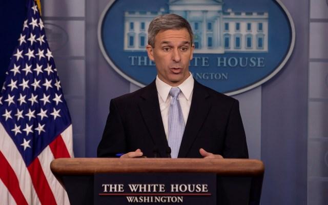 EE.UU. defiende reducción de entrega de 'green cards' a migrantes - Ken Cuccinelli. Foto de EFE