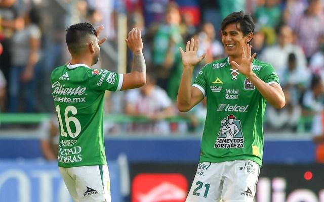 León pasa susto, pero logra vencer a un combativo Chivas - Foto de Mexsport