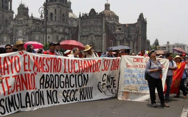 Padres de familia piden a SEP informar sobre acuerdos con la CNTE - Marcha de la CNTE en el Zócalo de la CDMX. Foto de Notimex