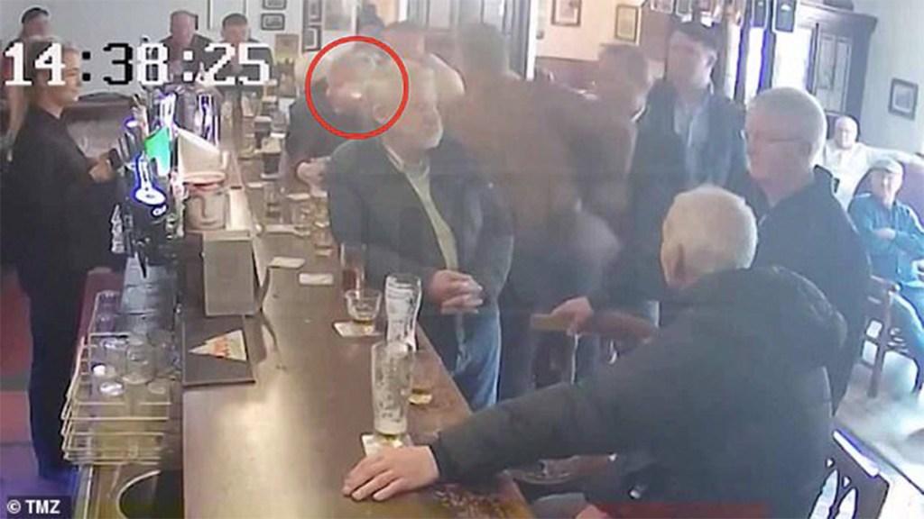 #Video Conor McGregor golpea a hombre en bar de Dublín - mcgregor goººlpea a hombre en bar de dublín