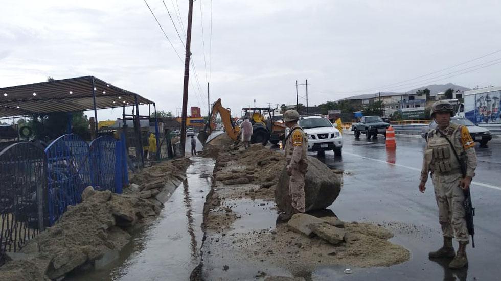 Restablecen servicios en Baja California Sur tras paso de 'Ivo' - Militares de la Sedena en Baja California Sur por Ivo. Foto de @SEDENAmx