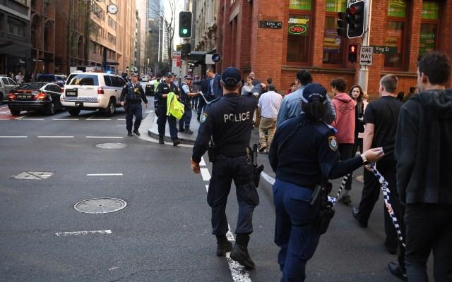 Australia alerta sobre aumento de amenaza de terrorismo de extrema derecha - Movilización policiaca por apuñalamiento en Australia. Foto de EFE