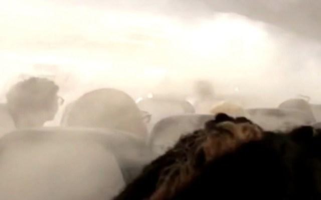 #Video Avión de Delta Airlines se llena de niebla en pleno vuelo - neblina avión delta