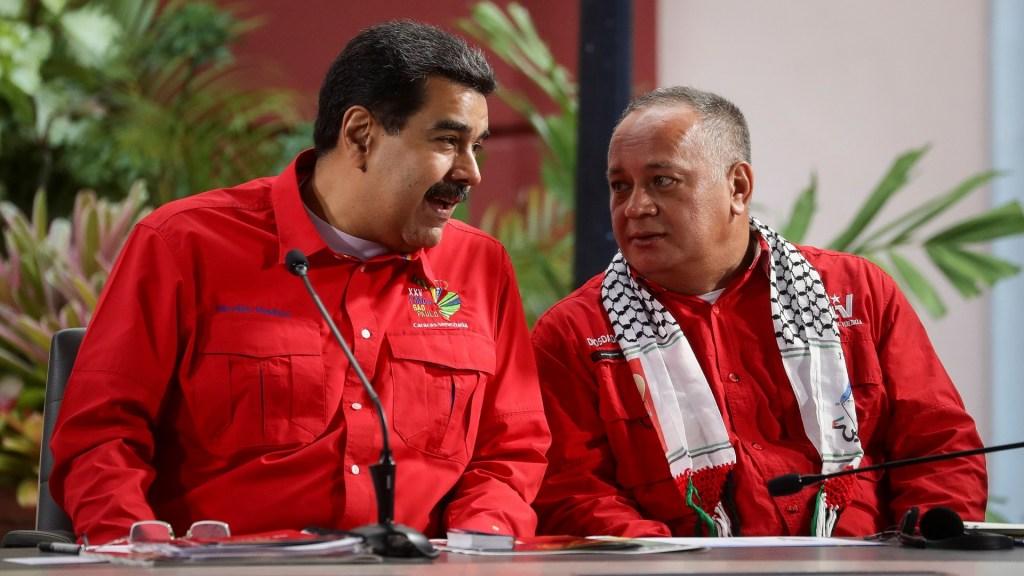 Allegados a Maduro buscan negociar su salida de la presidencia: EE.UU. - Nicolás Maduro con Diosdado Cabello. Foto de EFE