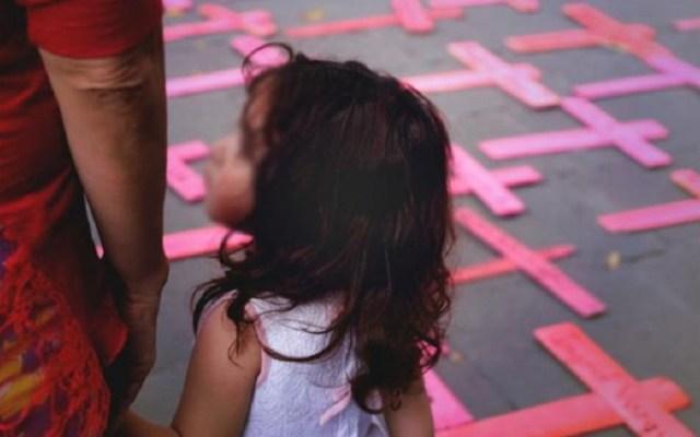 Feminicidios dejan 19 niños y adolescentes huérfanos al día - Niña en protesta contra feminicidios. Foto de El Universal