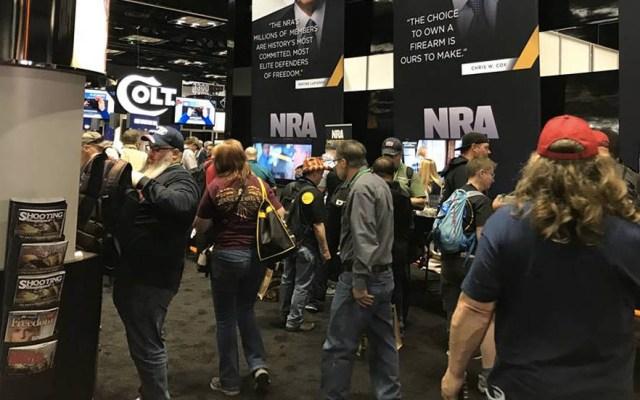 Asociación del Rifle de EE.UU. se resiste a un mayor control de armas - NRA Convención armas de fuego
