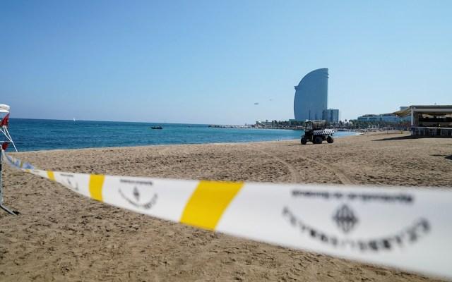 Hallan bomba de la Guerra Civil en playa de Barcelona - Playa de Barcelona acordonada por artefacto explosivo. Foto de @bcn_ajuntament