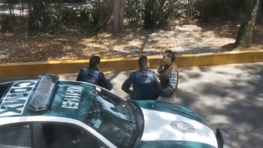 #Video Policía se persigna tras recibir soborno en la Condesa - policía se persigna tras recibir mordida