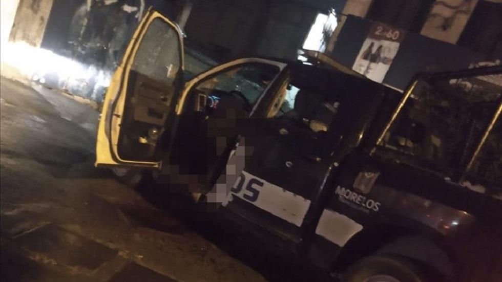 Asesinan con más de 70 disparos a dos policías en Morelos - Policías asesinados a bordo de patrulla en Jiutepec, Morelos. Foto de 24Morelos