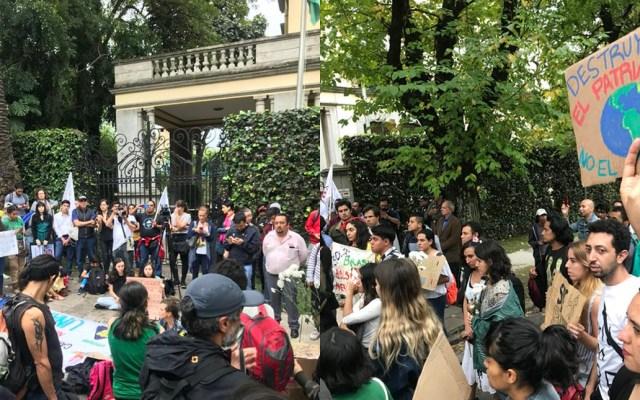 Se manifiestan en la embajada de Brasil por incendios en el Amazonas - embajada de Brasil