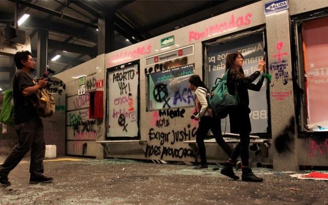 Restablecen servicio en Metrobús Insurgentes tras manifestación feminista - protestas metrobus insurgentes