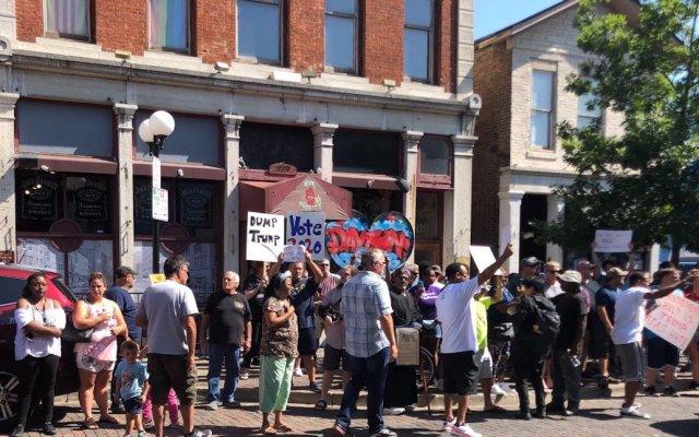 Visita de Donald Trump a Dayton, marcada por protestas - Foto de @glamelegance