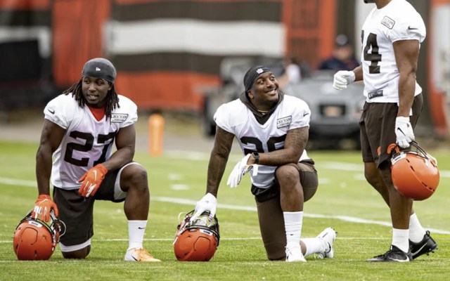 Texans de Houston se refuerzan con el corredor Duke Johnson Jr. - Duke Johnson Jr (Centro) durante un entrenamiento con los Browns. Foto de Browns de Cleveland