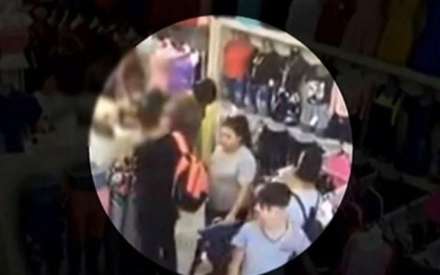 #Video Mujeres utilizan a menores para robar en Monterrey - robo mujeres monterrey menores