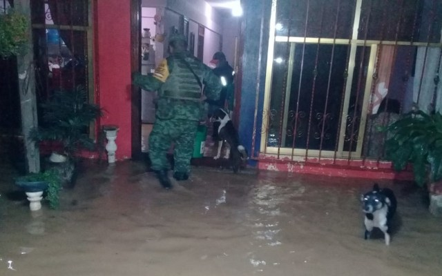 Sedena aplica Plan DN-III-E por lluvias en Matías Romero - Tropas del 99 Batallón de Infantería en Matías Romero. Foto de Sedena