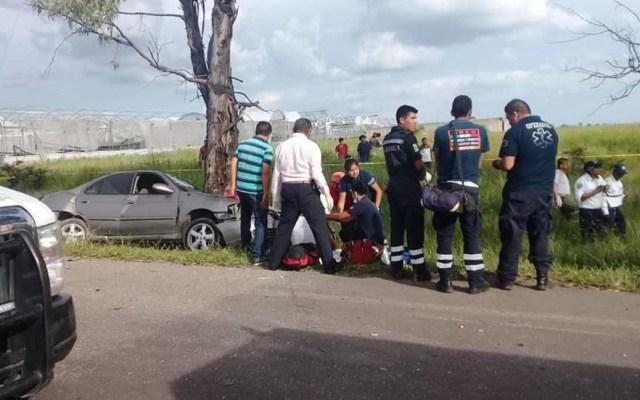 Choque deja cinco muertos en carretera Yecapixtla-Ocuituco - Servicios de Salud Morelos atendiendo a víctimas de choque. Foto de @GobiernoEstadodeMorelos