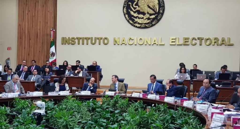 INE aprueba financiamiento público de 5 mil mdp a partidos políticos - Sesión del Consejo General del INE. Foto de @adriafavela