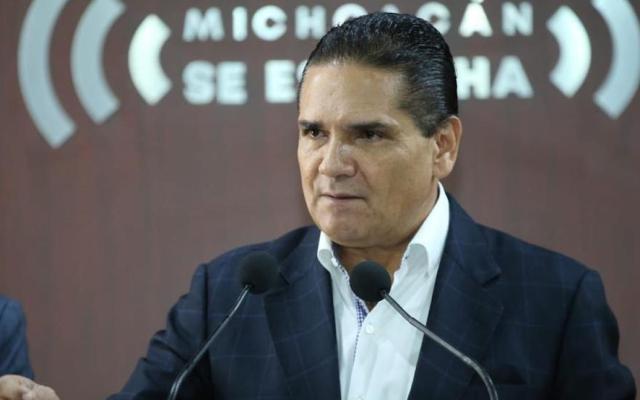 Silvano Aureoles acusa a subsecretario de Gobernación de dar dinero a delincuentes - Silvano Aureoles en conferencia de prensa. Foto de @Silvano_A