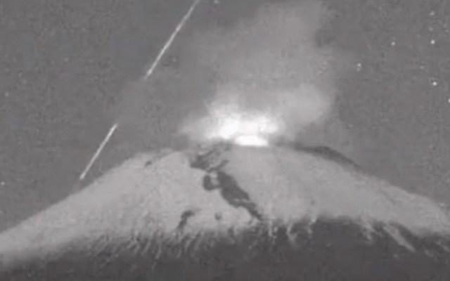 #Video Meteoro cae en inmediaciones del volcán Popocatépetl - Foto de Noticieros Televisa
