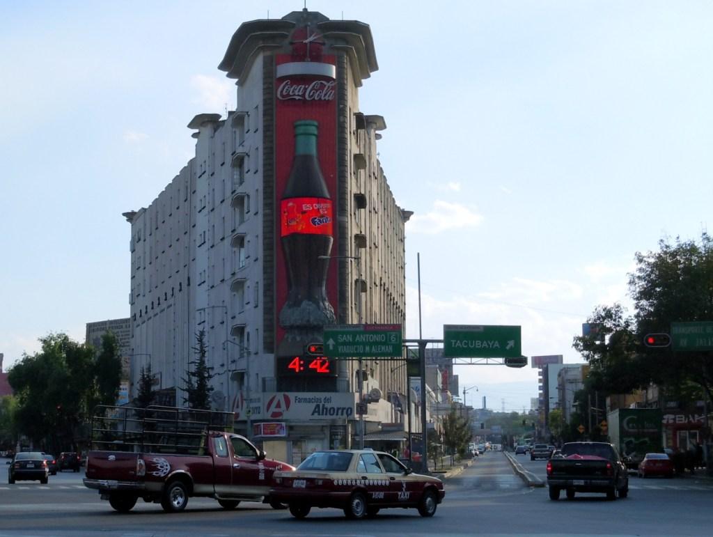 #Fotos Un viejo que no envejece: Edificio Ermita - Foto de Wikipedia.