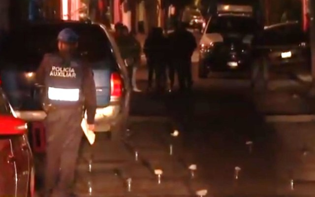 Asesinan a joven y hieren a otro en Iztapalapa - Zona de ataque directo en Iztapalapa. Captura de pantalla / Noticieros Televisa