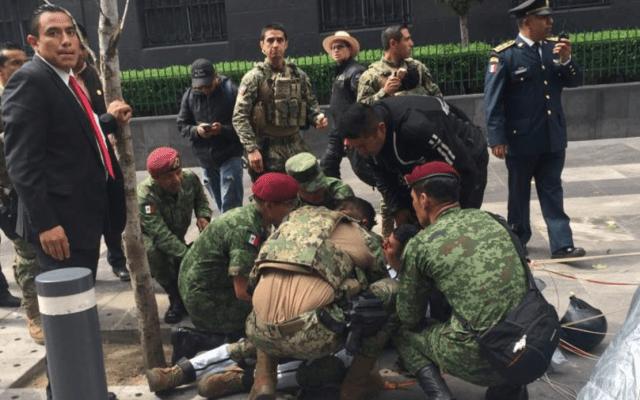 Estable paracaidista que sufrió accidente en Desfile Militar - Foto de Semar