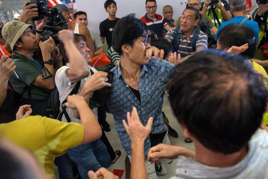 Enfrentamientos entre manifestantes en Hong Kong durante protestas