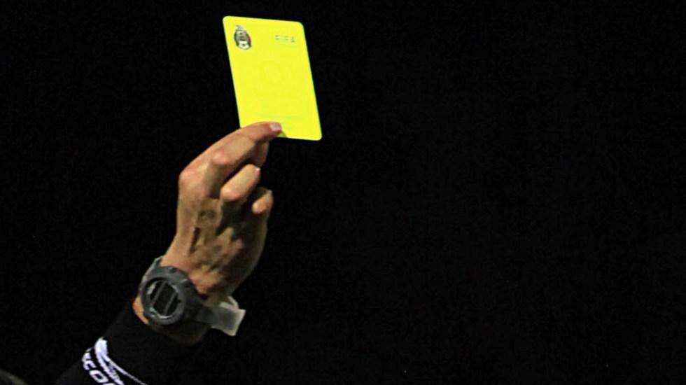 Diputados aprueban dictamen contra el fraude deportivo - Árbitro tarjeta amarilla arbitraje futbol