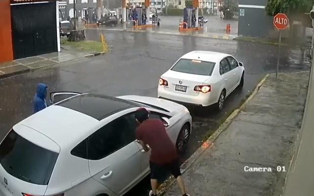 #Video Amagan a conductor para robarle su coche - Asalto robo Puebla automóvil