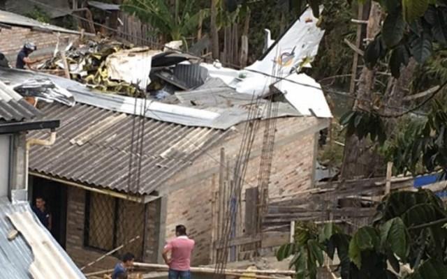 Avión se estrella contra viviendas en Colombia, hay siete muertos - Avión Accidente Colombia viviendas