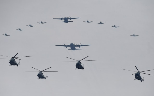 Mujeres pilotarán por primera vez aviones en el desfile militar - Aviones durante el desfile militar de septiembre en la CDMX. Foto de El Heraldo
