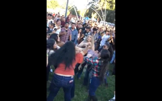 Dispersan riña en evento musical con pasos de baile - Baile riña evento musical viideo viral