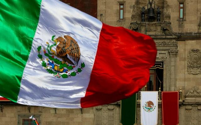 El Zócalo espera el primer grito de AMLO - El Balcón Presidencial espera a López Obrador. Foto de Notimex-Javier Lira.