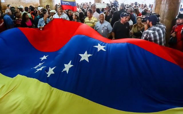 """Mesa de diálogo de Venezuela anuncia excarcelación de 14 """"presos políticos"""" - Bandera de Venezuela. Foto de EFE"""