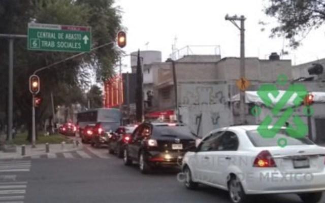Levantan inconformes bloqueo en Circuito Interior - Foto de @OVIALCDMX