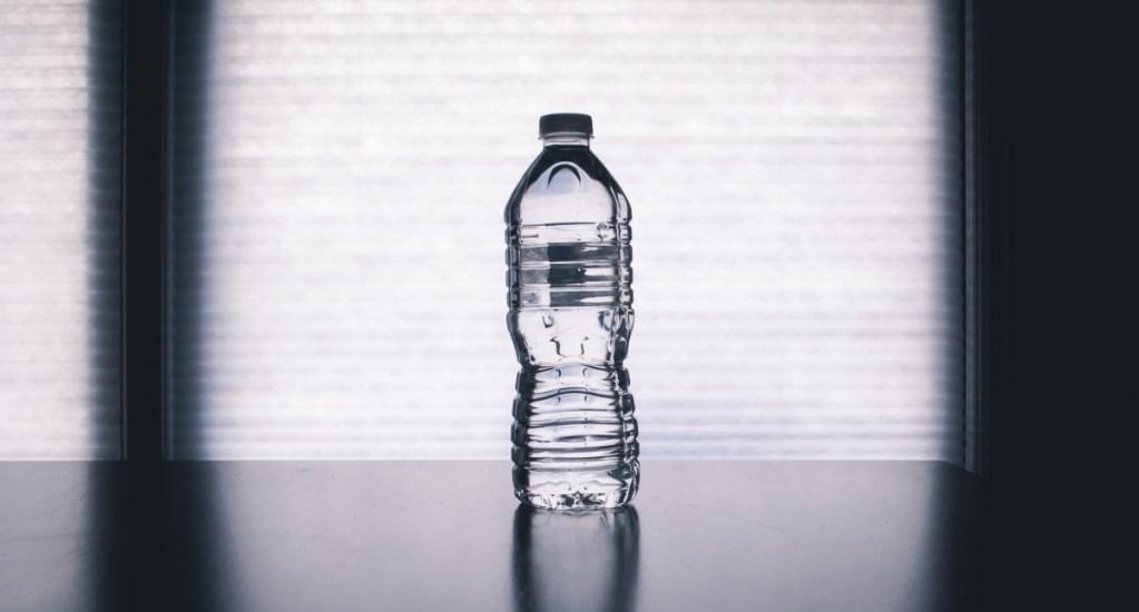 ¿Es saludable rellenar las botellas de plástico? - Botellas de plástico agua embotellada
