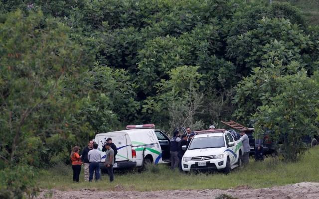 Valoran ampliar zona de búsqueda de restos humanos en fosa de Jalisco - Autoridades en fosa clandestina de Zapopan, Jalisco. Foto de EFE