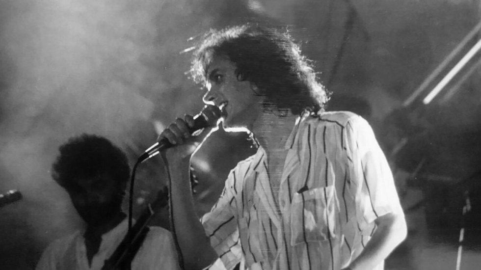Murió el cantante español Camilo Sesto - Fotografía de Camilo Sesto perteneciente a la actuación en sesión de tarde de Tivolí junto al grupo Alcatraz (7 de septiembre de 1985) (Foto de Facebook/Camilo Sesto)