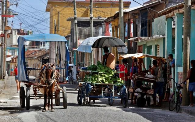 Estados Unidos suspende vuelos a Cuba - Carretas en Cuba. Foto Archivo / EFE