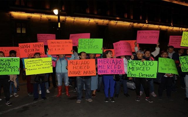 Central de Abasto no cederá en su renovación, aseguran locatarios - manifestantes central de abasto palacio nacional