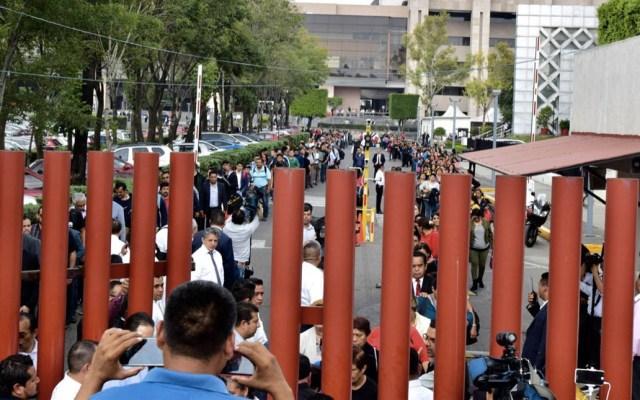 Militantes de la CNTE retiran plantón de la Cámara de Diputados - CNTE Cámara de Diputados bloqueo plantón
