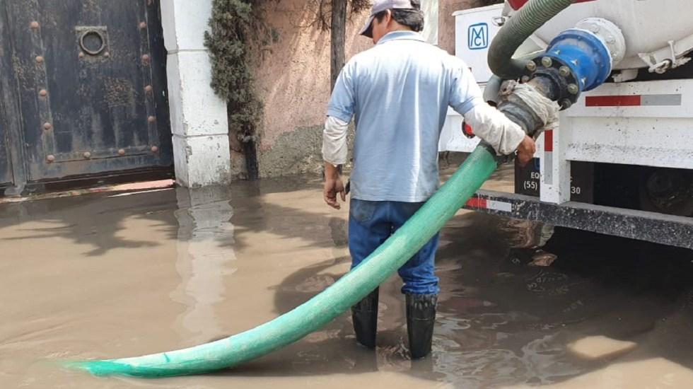 Desazolve en colonias inundadas de Ecatepec lleva un 80 por ciento - Desalojo de agua en casas inundadas en Ecatepec. Foto de Gobierno de Ecatepec