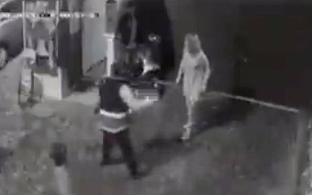 Suspenden al director del Edron tras agresión de su esposa a cuatro jóvenes - Captura de pantalla