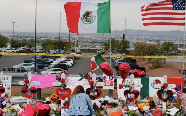Celebración del Mes de la Herencia Hispana marcada por matanza de El Paso - Foto de EFE