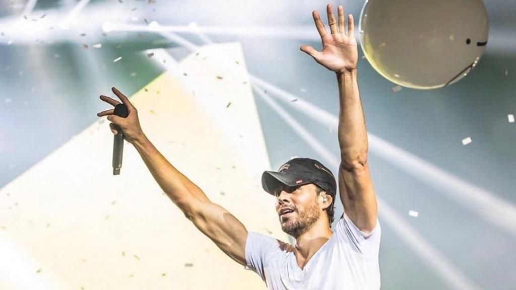 Enrique Iglesias lanzará disco de grandes éxitos - Enrique Iglesias en concierto. Foto de @enriqueiglesias