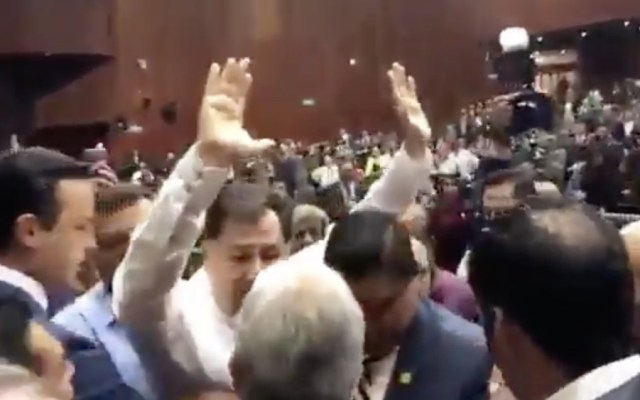 Enfrentamiento entre diputados del PAN y Fernández Noroña - Foto de captura de pantalla