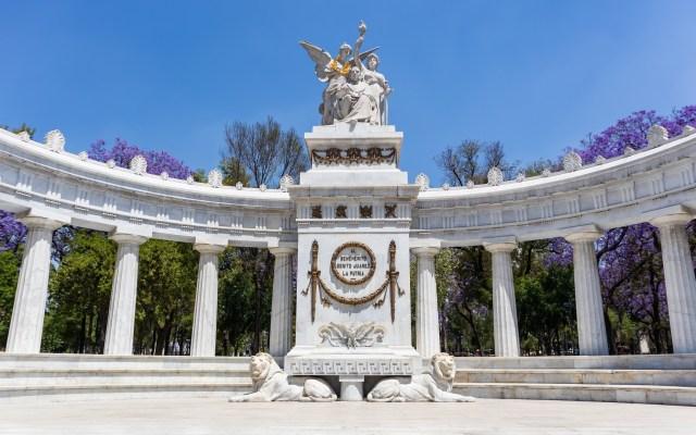 OCDE recorta perspectivas de crecimiento económico para México - Hemiciclo a Juárez. Foto de Alejandro Barba / Unsplash
