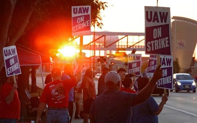 Trabajadores de General Motors entran en segundo día de huelga en EE.UU. - Trabajadores de General Motors entran en segundo día de huelga en EE.UU.