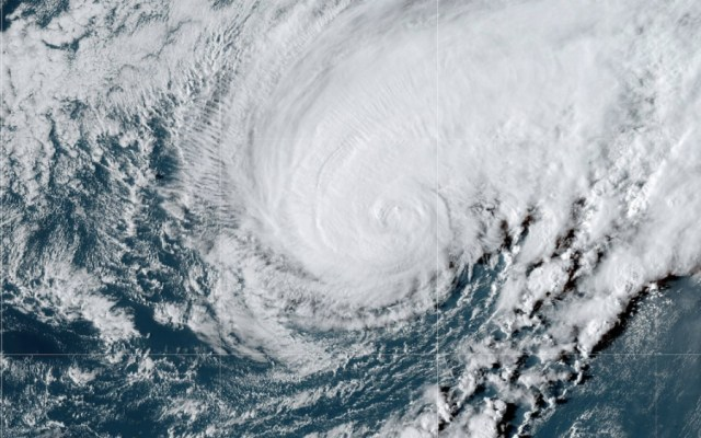 Cerca de 20 mil personas sin electricidad en Bermudas por paso de huracán Humberto - Foto de NHC
