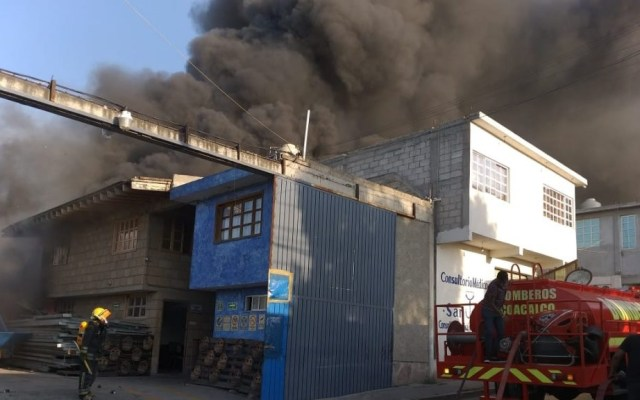 Incendio de bodega deja nueve heridos en Coacalco - Incendio de bodega en Coacalco. Foto de @CoacalcoGobMx